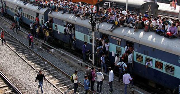 Hindistan'da yolcu trenine haciz konuldu