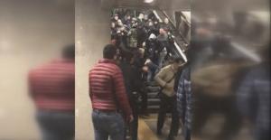 Napoli Taraftarları Şirinevler Metrosunda Olay Çıkardı