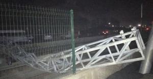 Samsun'da damperi açık kamyon tramvay hattının enerji nakil hattını kopardı
