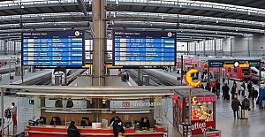 Münih'de Tren Garı çevresinde alkol...