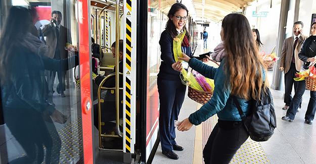 izmir-metroya-240-milyonluk-95-yeni-tren-seti-tren-haber