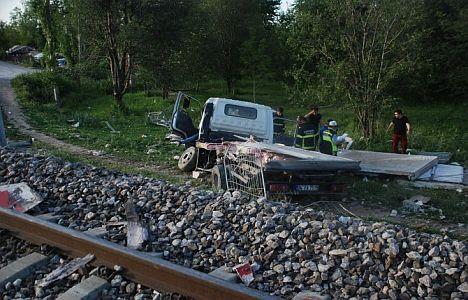 Kütahya da tren kazası surucu ağır yaralı makistlerde kesik var