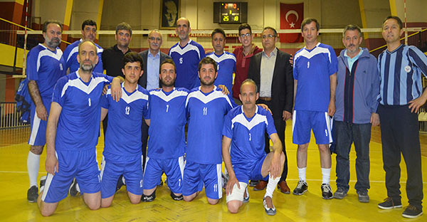 TCDD Sivas 4. Bölge Müdürlüğü Voleybol takımı turnuvada birinci oldu