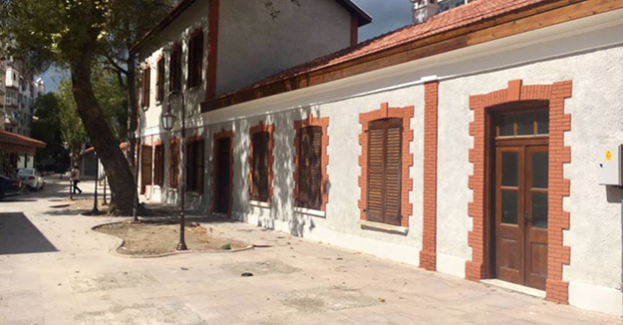 İzmir Karşıyaka emekliler lokali yenilendi