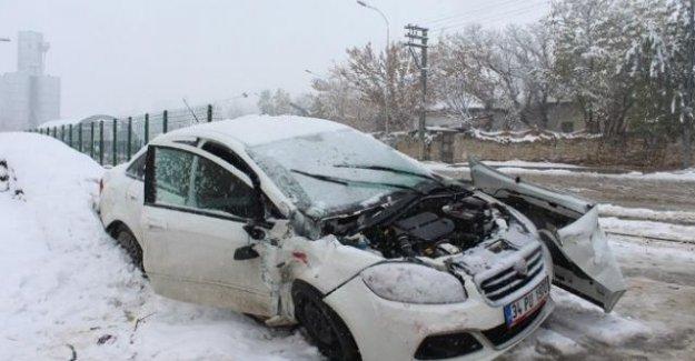 Horasan'da Hemzemin Geçitte Kaza