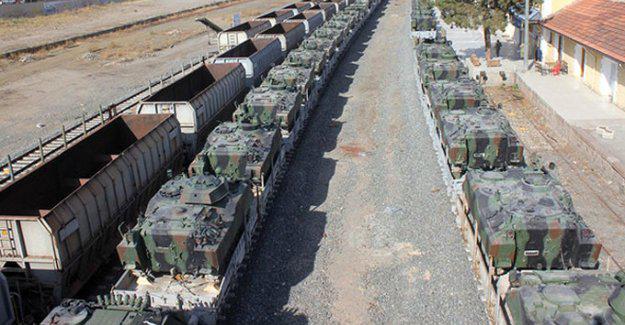 Trenler zırhlı araçları Silopi'ye taşıyor