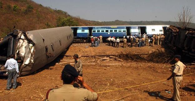 Hindistan'da tren kazası! İki ölü 38 yaralı