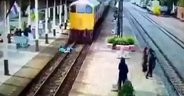 Üzerinden tren geçen adam herkesi şaşırttı!