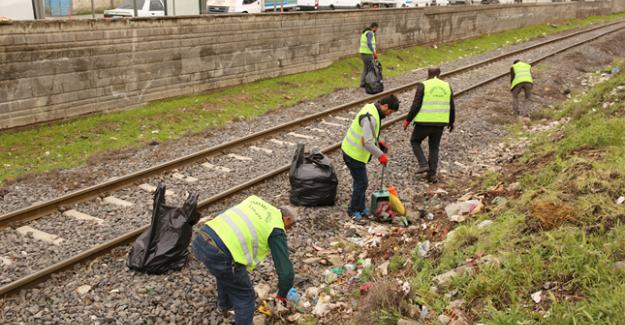 Demiryolundaki Çöpler Temizlendi