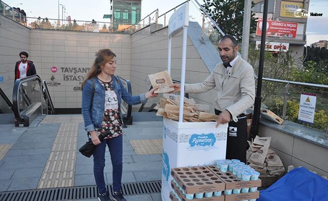 Pendik'te metro yolcularına iftar ikramı