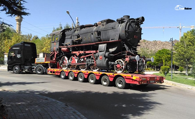 Buharlı lokomotif tırla Afyonkarahisar'a geldi