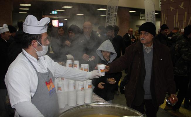 Marmaray Yolcularına Çorba Sürprizi
