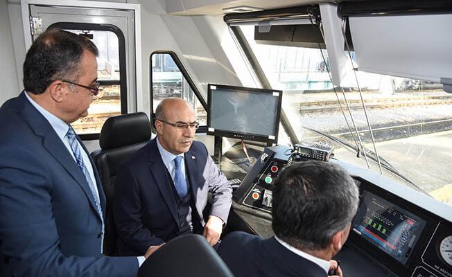 Adana Valisi Demirtaş Makinist Koltuğunda