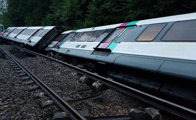 Paris'te tren raydan çıktı: 7 yaralı