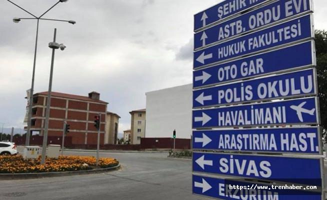 Erzincan'da Trafik Levhaları Yenilendi