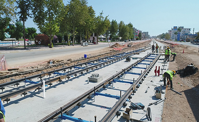 Antalya 3. Etap Raylı Sistem Projesi'nde Raylar Döşenmeye Başlandı