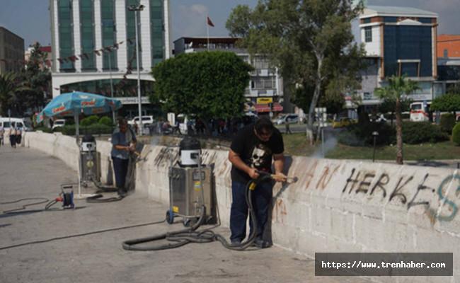 Tarihi Taşköprü'deki Çirkinliğin İzleri Siliniyor
