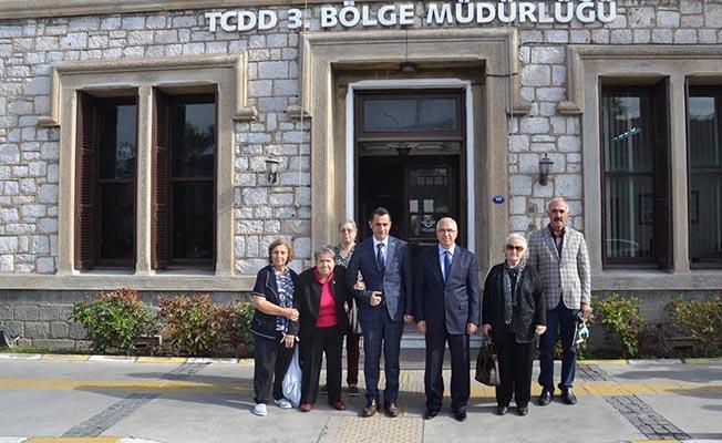 Şehit Ailelerinden TCDD 3. Bölge Müdürü Koçbay'a Plaket
