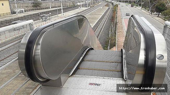 Hızlı Trenin Yürümeyen Merdivenleri