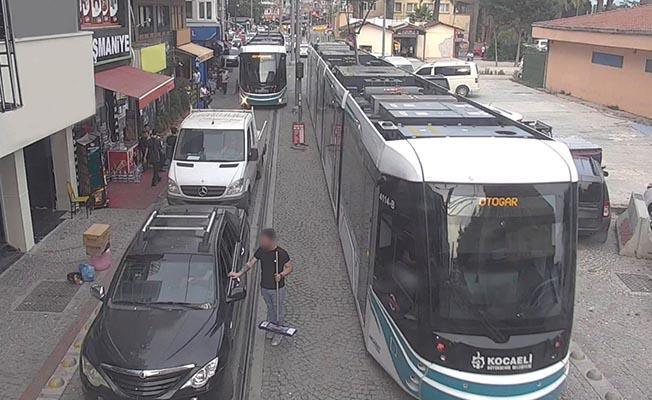 Akçaray tramvay seferini engelleyenler yandı!