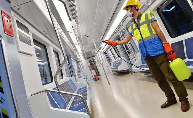 Ankararay ve Metro Vagonlarında Titiz Temizlik