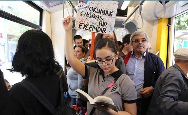 Eskişehir'de Tramvayda Kitap Okuma Etkinliği
