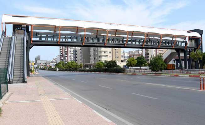 Mersin'de Yayalar Üst Geçitlerle Daha Güvenli