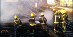 İstasyonda Çıkan Yangın Kaosa Sebep Oldu