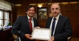 TCDD'yi Gurulandıran Metin Yiğitbaş'a İsa Apaydın'dan Teşekkkür Belgesi