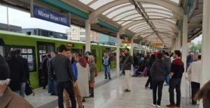 Bursa'da metro seferlerine afiş engeli