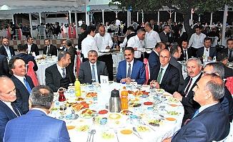 Bakan Arslan'dan 14 yılda destan yazan ulaştırma personeline iftar