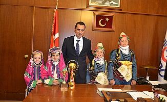 Balıkesir Halk Oyunları Ekibi, TCDD 3. Bölge Müdürü Koçbay'ı Ziyaret Etti