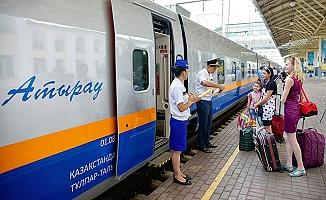Semerkant-Astana yolcu treni ilk seferini yaptı