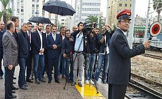 Bakü-Tiflis-Kars hattının ilk treni Mersin'e 10 saat önce geldi