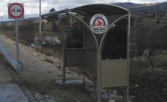 Çameli'de kapalı otobüs durakları yerleştiriliyor - Denizli Haberleri
