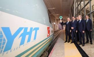 Bakan Arslan ATG'de yılın son trenini uğurladı