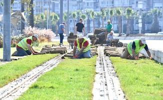 İzmir'de Konak Tramvay Hattına 930 Ağaç Dikildi