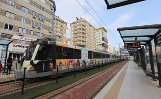 Tramvay duraklarının uzatılması yolcu kapasitesini arttırdı