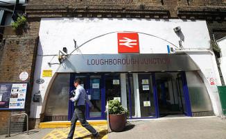 Londra'da trenin çarptığı 3 kişi öldü