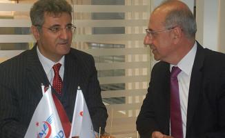 Berlin Büyükelçisi Aydın, TCDD Standını Ziyaret Etti