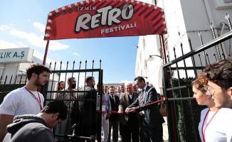 İzmir RETRO Festivali'nin Açılışı TCDD Sanat Galerisinde Yapıldı