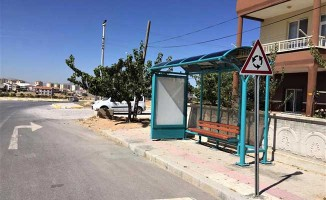 Karaman'da belediye otobüs durakları yenileniyor