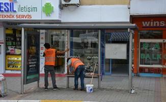 Antalya Büyükşehir Ekiplerinden Duraklarda Temizlik Çalışması
