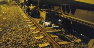 Uşak'ta Tren Raylarda Yatan Adamın Üstünden Geçti