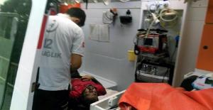 Zonguldak'ta demiryolu üzerinde alkol alıp sızan şahıs kurtarıldı