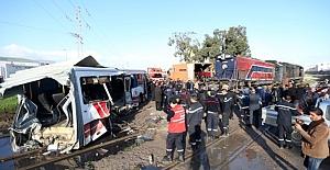 Tunus'ta yolcu treni ile otobüs çarpıştı! 5 Ölü 37 Yaralı