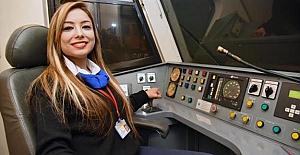 Adana metrosunda kadın zarafeti