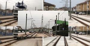 Akçaray'da elektrik telleri çekiliyor