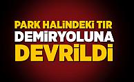 İstanbul'da park halindeyken hareket eden tır demiryoluna devrildi