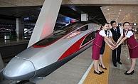 Çin'de 350 km hızla gidecek 'mermi treni' seferlerine başladı